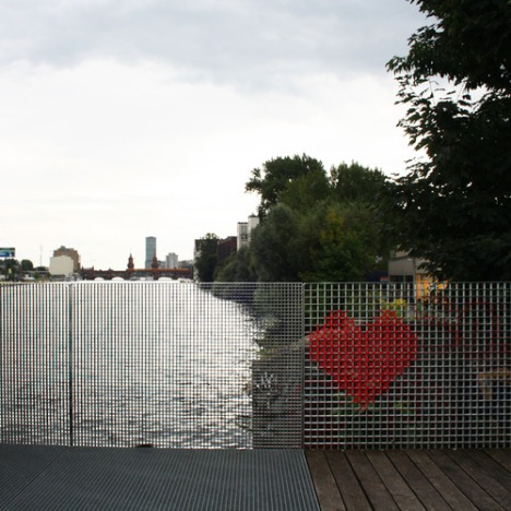Cross-stitched-Street-Art-Hearts-05